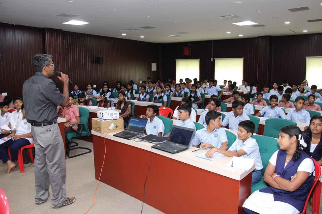 Chakkitappara Bank Organized Motivation Class for Students